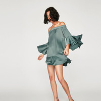 FLOWING DRESS WITH RUFFLED SLEEVES DETAILS