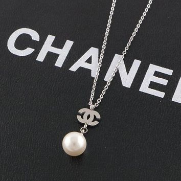 8DESS Chanel Women Pearl Fashion Necklace Jewelry