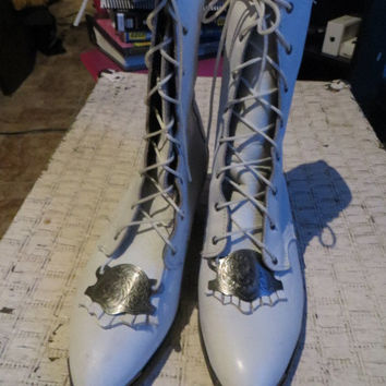 80s  vintage VICTORIAN style  white  leather  boots /  pointed toe lace up boots / white kiltie boots and  silver conchos