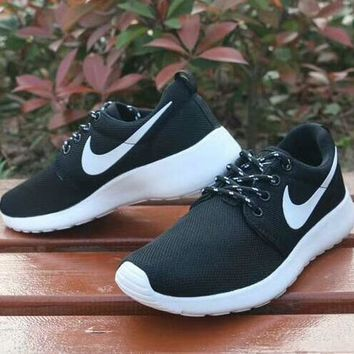Trending NIKE Women And Men Fashionable Running Shoes