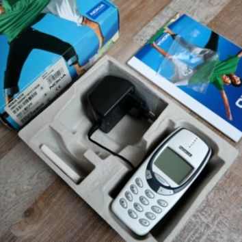 NOKIA 3310 genuine vintage retro mobile phone MINT IN BOX, new battery and cover