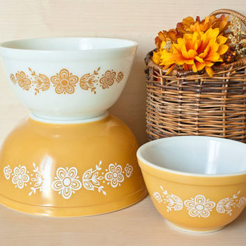 Pyrex Butterfly Gold Mixing Bowl Set of Three