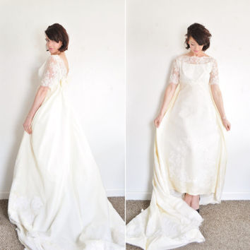 palest yellow mod lace wedding dress . 1960 mid century bridal gown .small