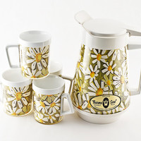 West Bend, Thermo-Serv Daisies 64oz Pitcher and Mug Set, New In Box