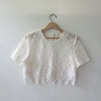80s lace shirt. cropped lace top. cream lace blouse. short sleeve top.