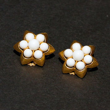 Vintage White Bead and Gold Tone Flower Clip On Earrings