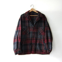 20% OFF SALE... 70s plaid wool coat. winter barn coat. shearling coat.