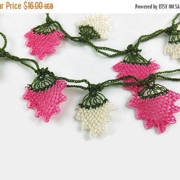 SALE Pink and Cream Oya Flowers Crochet  Green Eye Glass Chains, Eye Glass Holder, Women Eye Glass Necklace Gift for Mom, Grandma