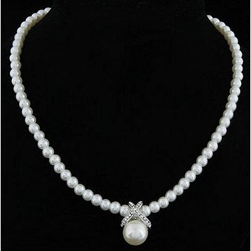 A Vintage Set of Freshwater Pearls Wedding Necklace