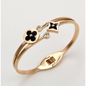 Louis Vuitton LV Stylish Ladies Men Double Drill Rhombic Round Shape Shell Small Flower Plants Titanium Steel Couple Bracelet