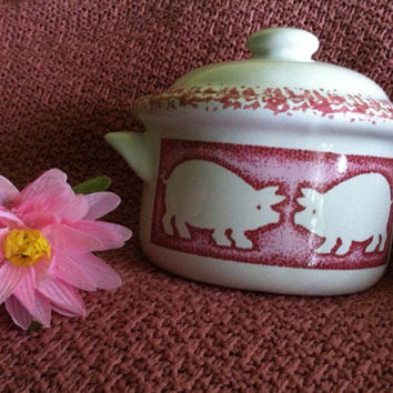 Pink and White Covered Casserole Dish Vintage Ceramic Baking Dish With Pink Pigs Country Style Kitsch Pink Pig Serving Dish Baked Bean Dish