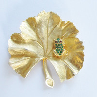 Ledo 1962 Vintage Brooch 1962 Emerald Frog on Leaf Ruby Eyes  Gold Tone F90