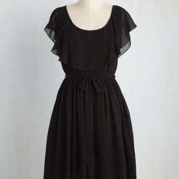 Capelet It Go Dress in Noir
