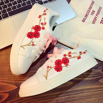 Flower Embroidery White Casual Lace Up Shoes
