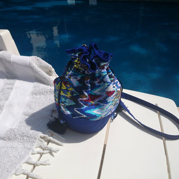 NEW! Blue little purse, multicolor zigzag picture, cotton interfaced and lined, close by laces ended with pompon