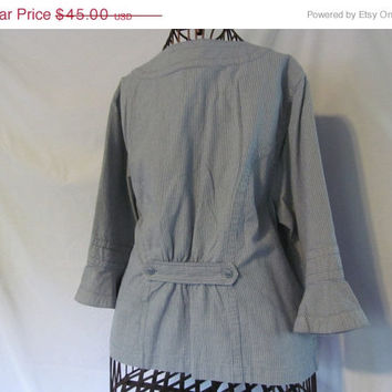 Bustle Back Pinstripes Blue and White Adorable 3/4 Sleeve Blouse Women sz XL Zip Front