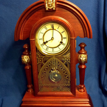 A Vintage Wesminster Chime Wind-Up Mantle Clock