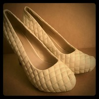 """Shoedazzle Quilted Beige Ivory 5"""" High Heels"""