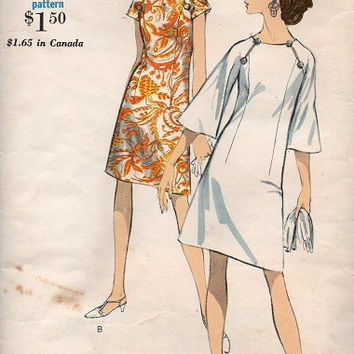 Vogue Sewing Pattern Vintage 1960s Mod Retro Mini Dress Raglan Bell Sleeves Button Closure at Shoulder A-line Bust 36