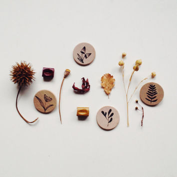Wooden pin flower brooch eco-friendly gift minimalist pin button botanical wood brooch