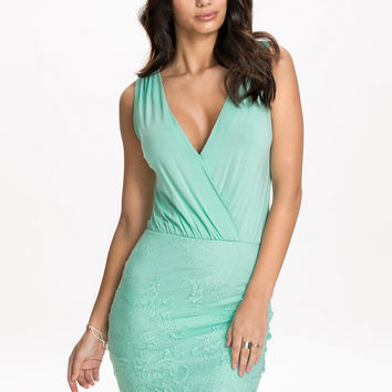 Sleeveless Wrap V-Neck Elastic Waist Lace Embroidered Dress in Green
