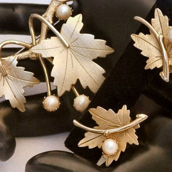 Sarah Coventry PRECIOUS 1964 Vintage Designer Goldtone SarahGlo Leaves Pearl Beautiful, Graceful Brooch Pin Clip Earrings Signed Set! 103
