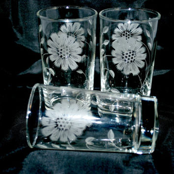 Set of Glasses with White Flowers 6 oz Libbey  Tumblers