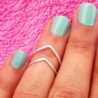 2 Chevron Above The Knuckle Ring - .. on Luulla