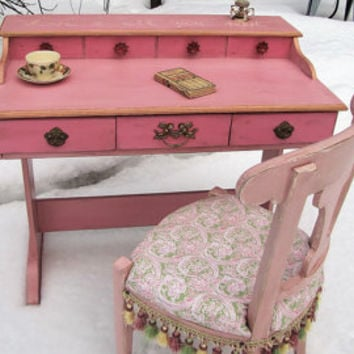 SOLD*****Dresser with mirror shabby chic, dresser cottage chic, pink, serpentine,vintage antique