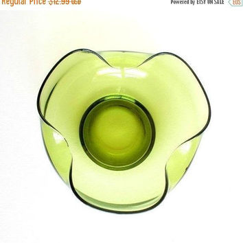 ON SALE Vintage Anchor Hocking Avocado Green Glass Bowl, 1960s Accent Moderne Serving Bowl, Chip Bowl, Mid Century Modern Glass Bowl.