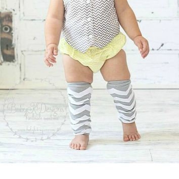 Baby Boys Girls Silver Grey Gray Chevron Stripe NO Ruffle Legwarmers. Unisex Christmas Leg Warmers.Football Socks Soccer Cheer Dance Holiday