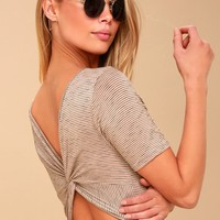 Blouses & Casual Tops for Women in Juniors Sizes at Lulus.com