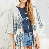 Crinkle Square Kimono in Ethnic Print - Urban Outfitters