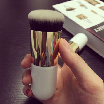 The New Face Makeup Brush Foundation Brush Kabuki Brush