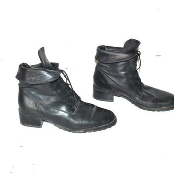 ON SALE size 8.5 CUFFED pixie boots vintage 80s 90s black Leather roll down chunky heel woodland granny Lacer boots
