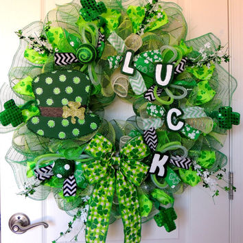 DELUXE Deco Mesh St Patricks Day wreath St Patricks day Deco Mesh Wreath Leprechaun Top hat Luck St Patricks day door Hanger Decoration