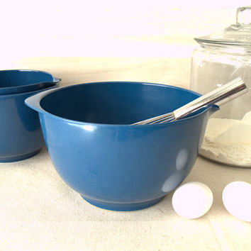 Cobalt Blue Nesting Bowls,  Set of Three Rosti Mepal Melamine Mixing Bowls, Mixing Bowl with Handle, Danish Batter Bowl