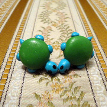 Turtle earrings made from green and turqoise by NellinShoppi