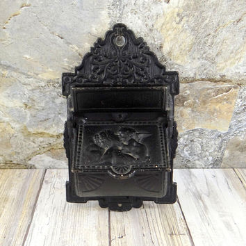 Virginia Metalcrafters Cast Iron Match Safe