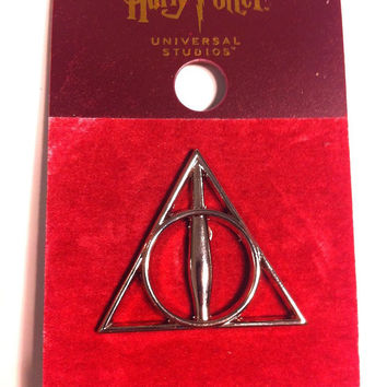 Universal Studios Harry Potter The Deathly Hallows Symbol Pin New with Card