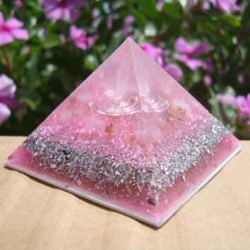 Orgonite Rose quartz Power Pyramid