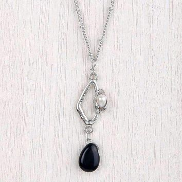 Drop Necklace With Pearl In Pod