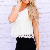 DAISY DELIGHT TOP IN WHITE
