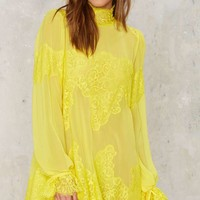 Hot As Hell Queen 4 a Day Lace Dress - Yellow