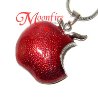ONCE UPON A TIME Regina Poisoned Apple Pendant Necklace