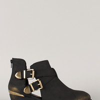 Qupid Trevor-34 Distressed Buckle Round Toe Bootie