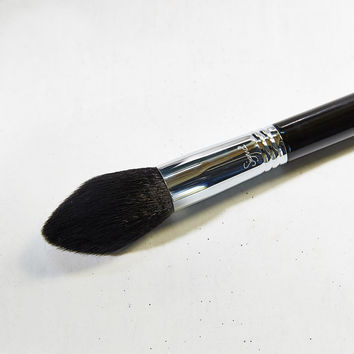 Sigma Beauty F-25 Tapered Face Brush | Urban Outfitters