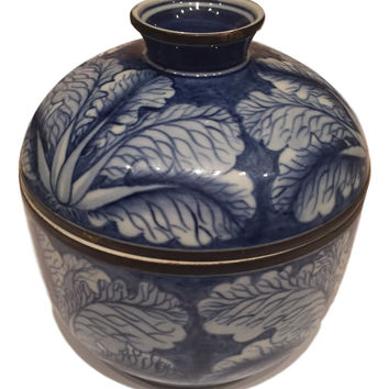 Chic Chinoiserie Decor - Vintage Blue and White Cabbage Leaf Ginger Jar