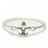 Copy of Beautiful and Dainty Silver Hook Closure Bangle Bracelet
