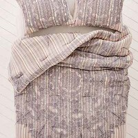 Lopa Yarn Dyed Medallion Comforter - Urban Outfitters